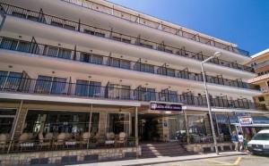 Aanzicht hotel Playas Arenal