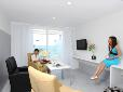 woonkamer met zeezicht