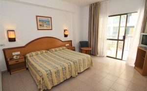 slaapkamer en bedden Marina Playa de Palma