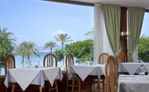 Restauran bij Whala met uitzicht op zee