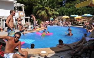 Zwembad van appartementen Ben Hur