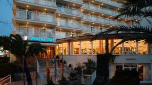 buiten hotel pinero tal
