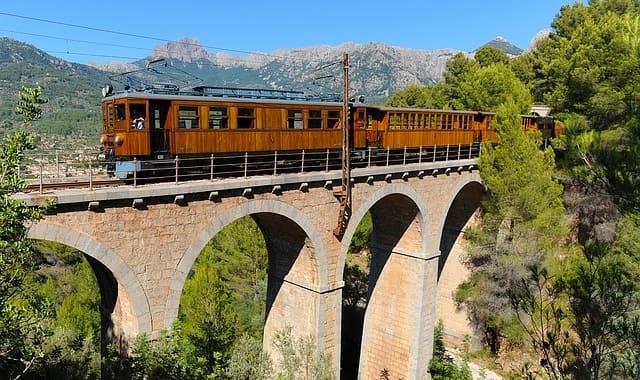 Trein en brug naar Sóller